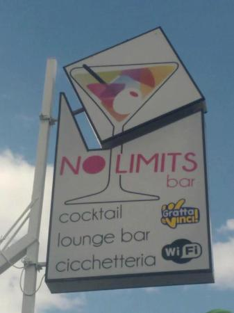 No Limits Bar live music