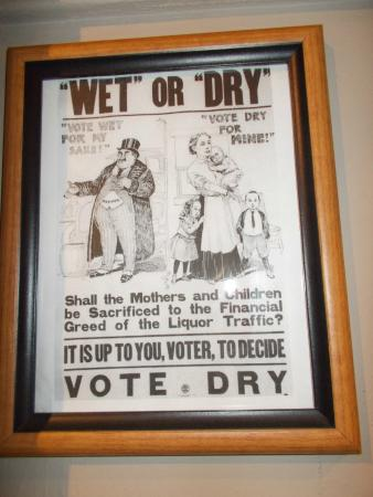 Chudnow Museum of Yesteryear: Poster promoting prohibition.