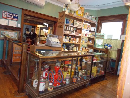 Chudnow Museum of Yesteryear: Neighborhood store.