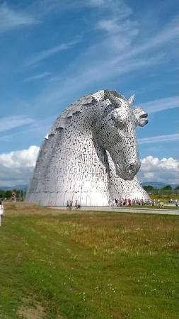 Falkirk, UK: Looking down to the Kelpies on the approach