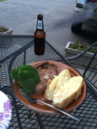 Bear's Den B&B and Lodging: Barbecue time!