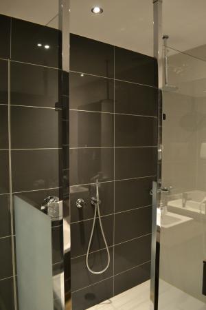 badkamer regendouche  foto van van der valk hotel almere, Meubels Ideeën