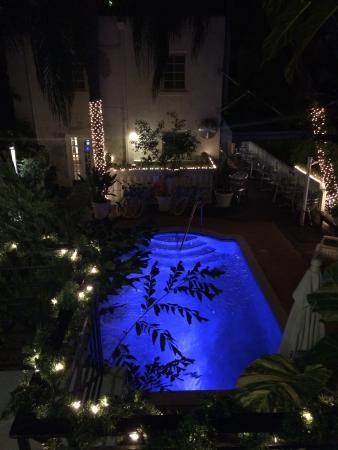Sobe You Bed and Breakfast: La vista della piscina dalla nostra stanza