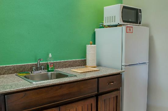 Downtown Suites : Granite counter tops