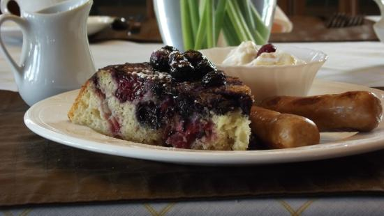 Beacon Inn at Sidney: Upside-down Blueberry Pancake Wedge