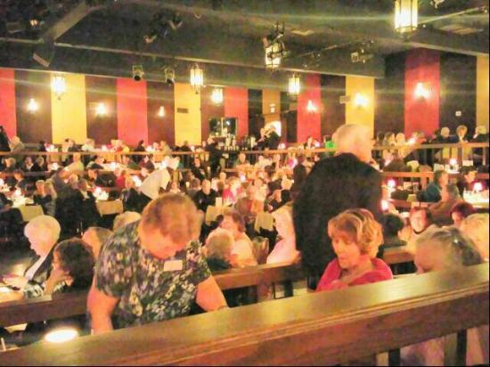 Alhambra Theatre & Dining: Just prior to show time