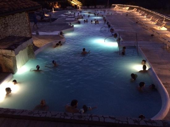 Prima piscina esterna by night foto di terme di san - San giovanni in persiceto piscina ...