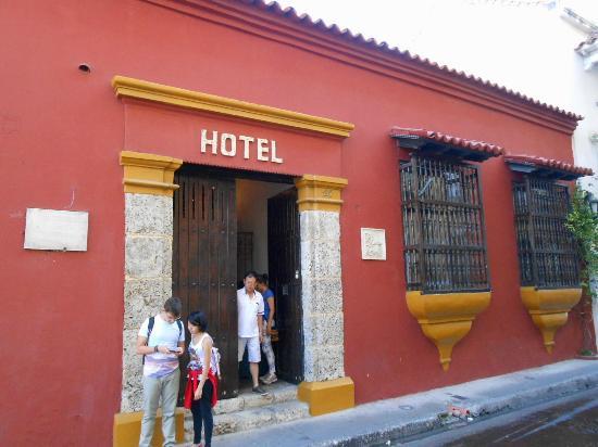 Hotel Puertas de Cartagena: Fachada e porta de entrada do hotel