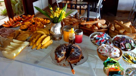 Buzios Arambare Hotel: cafe da manhã.