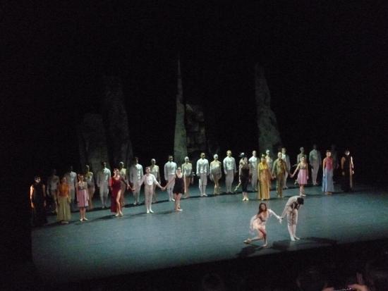 """Paris, Prancis: """"Le grand final"""" of """"LAC"""" performed by """"Les Ballets de Monte-Carlo"""" at the """"Théâtre National de"""