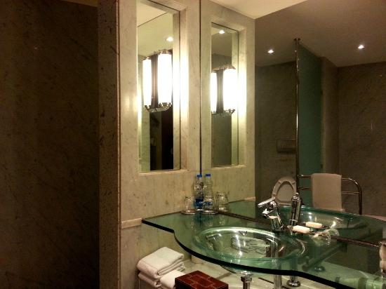 Bathroom Mirror Kolkata bathroom - picture of hyatt regency kolkata, kolkata - tripadvisor