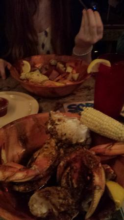 Smokin Oyster Brewery: Low Country Shrimp Boil in back, Garlic Crabs in front (corn did not some with the crabs)