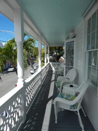 Speakeasy Inn: Balcony