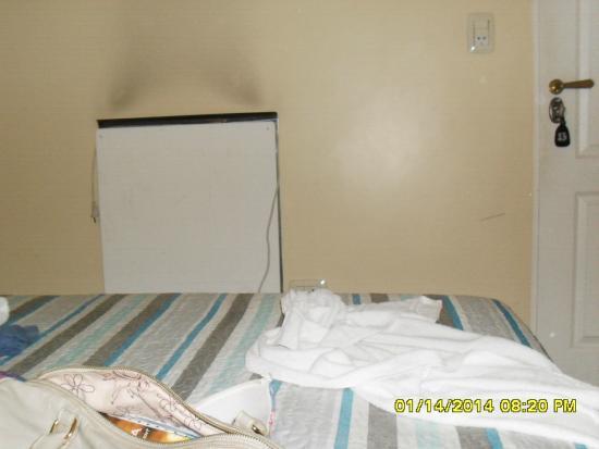 Hotel Frossard: So cabe a cama e uma cadeira