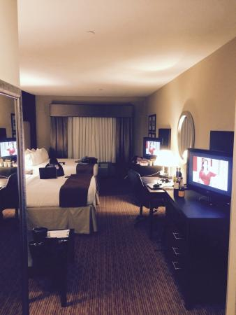 Holiday Inn Hammond: 2 Queens Suite- 2 queen beds and a sofa. Also 2 TV's (that are very close together��). Room has
