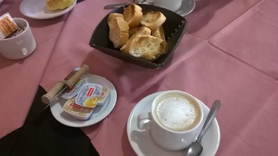 Hotel Lihuel Calel: Desayuno