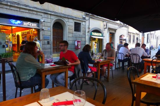 Ristorante Ricchi: outdoor seating on the square