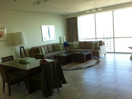 Küche mit Durchreiche zum Esstisch/Wohnzimmer - Bild von JA Oasis ...