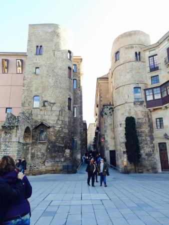 Barcelona free walking tour - Picture of SANDEMANs NEW ...