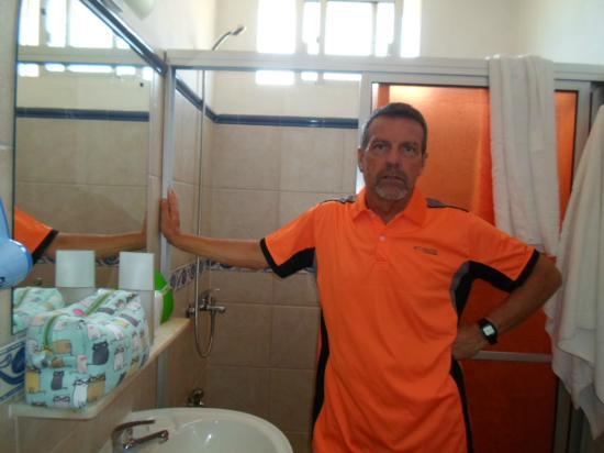 Hotel Marbella : Baño comodo