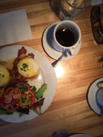 Leonhard's Cafe & Restaurant: eggs benny