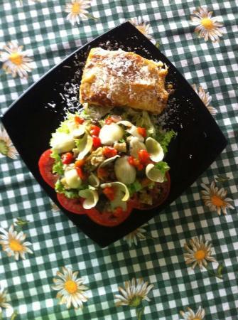 Peccati Di Gola: Lasagna con ensalada