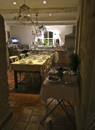 La Maison de La Bourgade: Kitchen/breakfast room