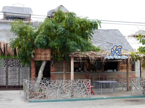 Baja Paradise : view from the front, with outdoors and indoors restaurant