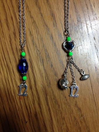Darrington, Вашингтон: They have cool Seahawk jewelry for sale.