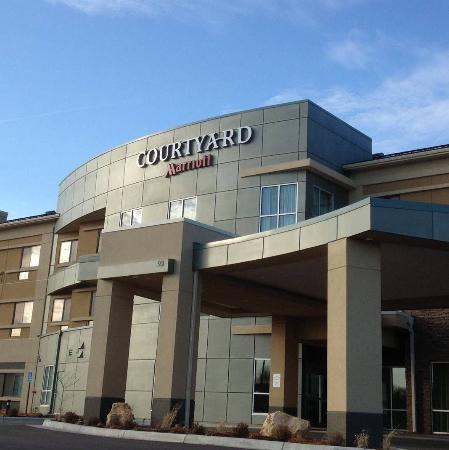 Courtyard by Marriott Mankato: Hotel entrance