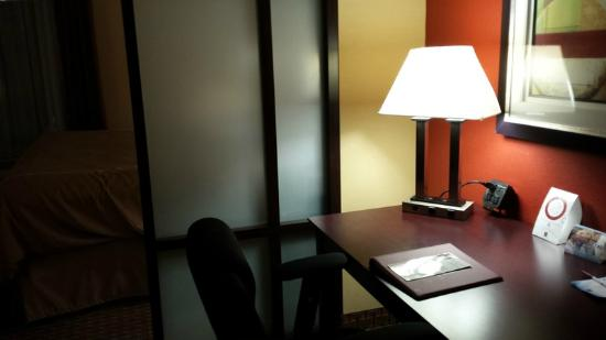 Comfort Suites Golden Isles Gateway Brunswick : Work desk
