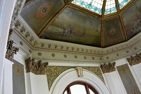 Ashley, ND: Murals and ornamentation in the rotunda