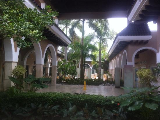 Palma Real Shopping Village Punta Cana/Bavaro - jardins e espaço central