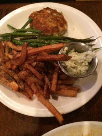 Ryleigh's Oyster : Crab Cake Dinner