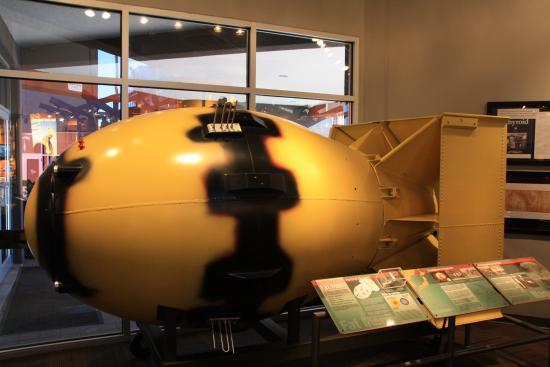 Bradbury Science Museum : Fat Man bomb model
