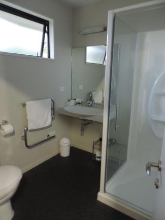 Curio Bay Salthouse: Bathroom