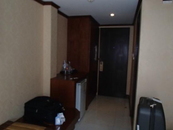 Rayaburi Hotel Patong: Doorway