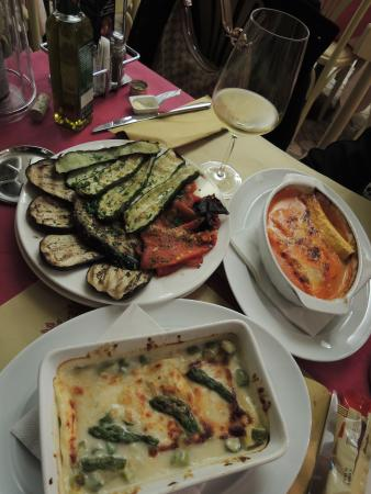 Red & White Wine Bar : try the lasagne