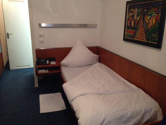 Hotel Unger beim Hauptbahnhof: シングルサイズのベッド
