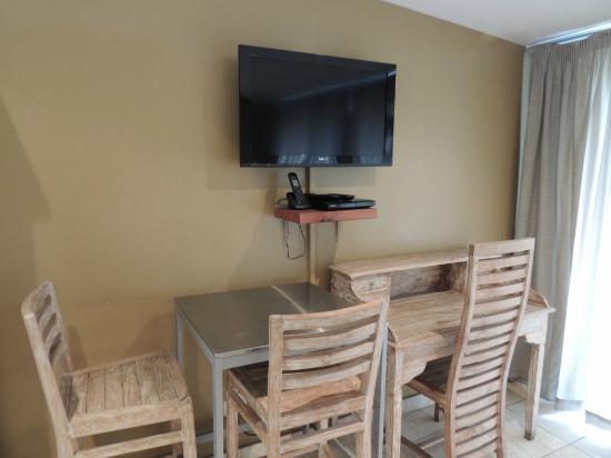 Mariner Apartments: le mobilier composant la chambre/salon