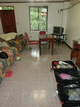 Green Bay Hotel: 部屋は広いです。スーツケース二つを広げてもこの余裕。