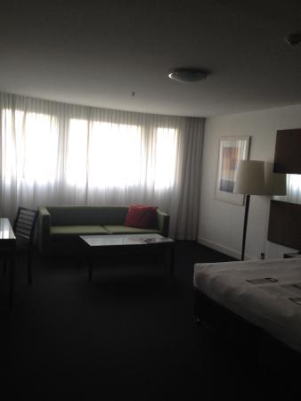 Vibe Hotel Sydney: Sofa