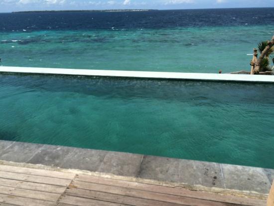 Amatoa Resort : Pool and sea in background