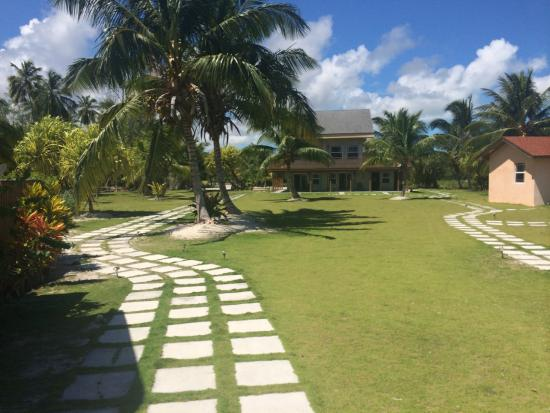 Swain's Cay Lodge: Lodge grounds