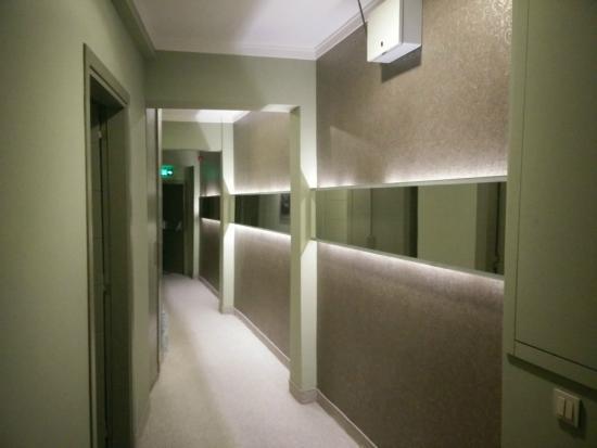 Hotellino Istanbul: corridoio quarto piano