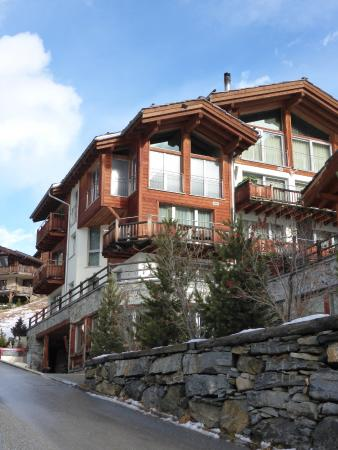 Alpenlodge: From outside