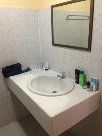 Duan Nam Ing Hotel : Old dated bathroom