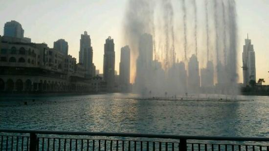Emirat de Dubaï, Émirats arabes unis : DUBAI DANCING FOUNTAIN JAN 2015