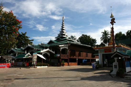 Wat Chong Kham : ミャンマー式の寺院がとてもきれいです