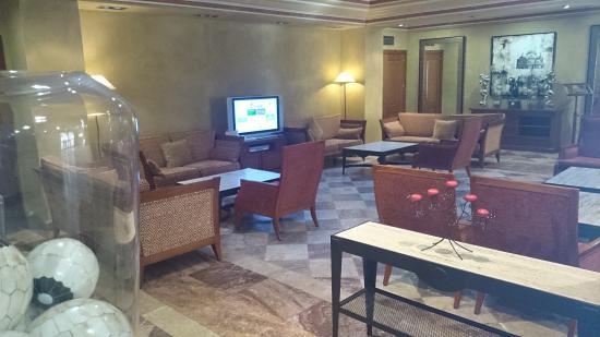 Hotel Villava Pamplona: Hall recepción.